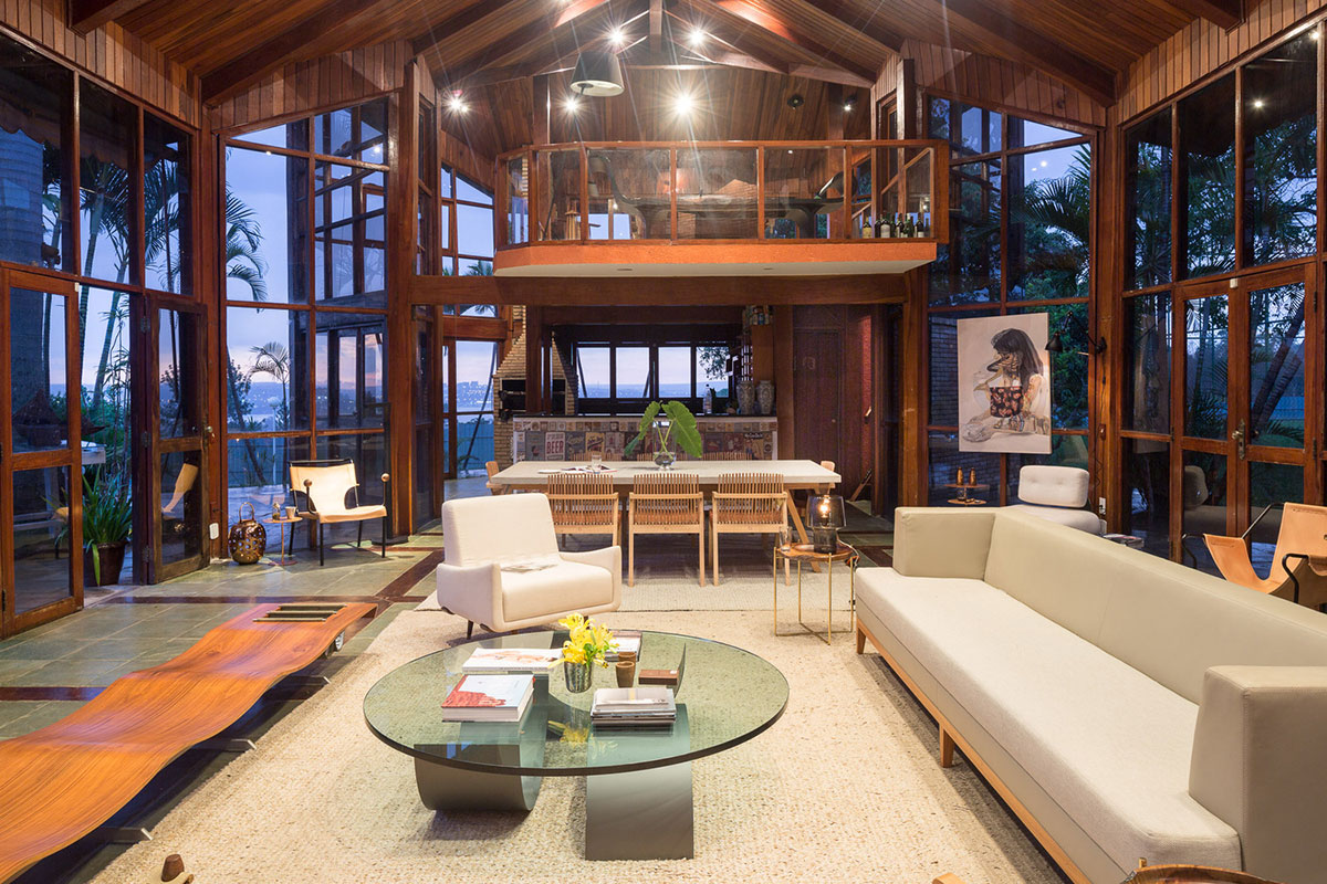 Open high ceiling living area