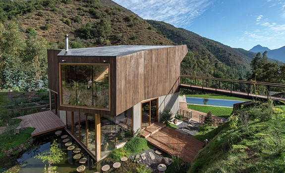 Modern Architecture And Natural Materials: The El Maqui House
