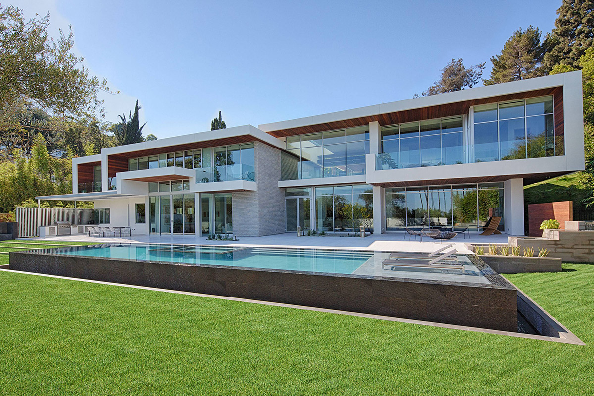 Contemporary house with a pool
