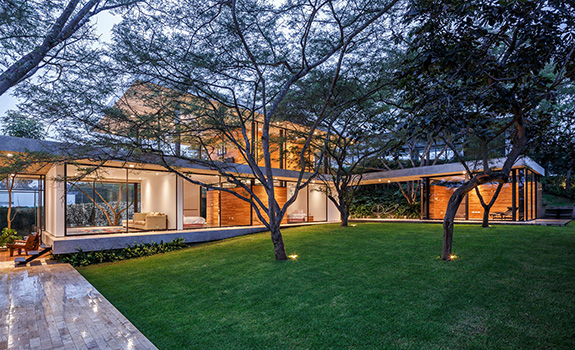Casa Tacuri: Contemporary Family House in Ecuador