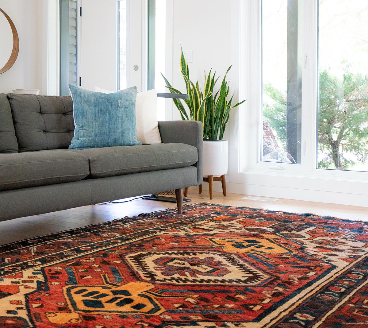 Large size carpet in the living room