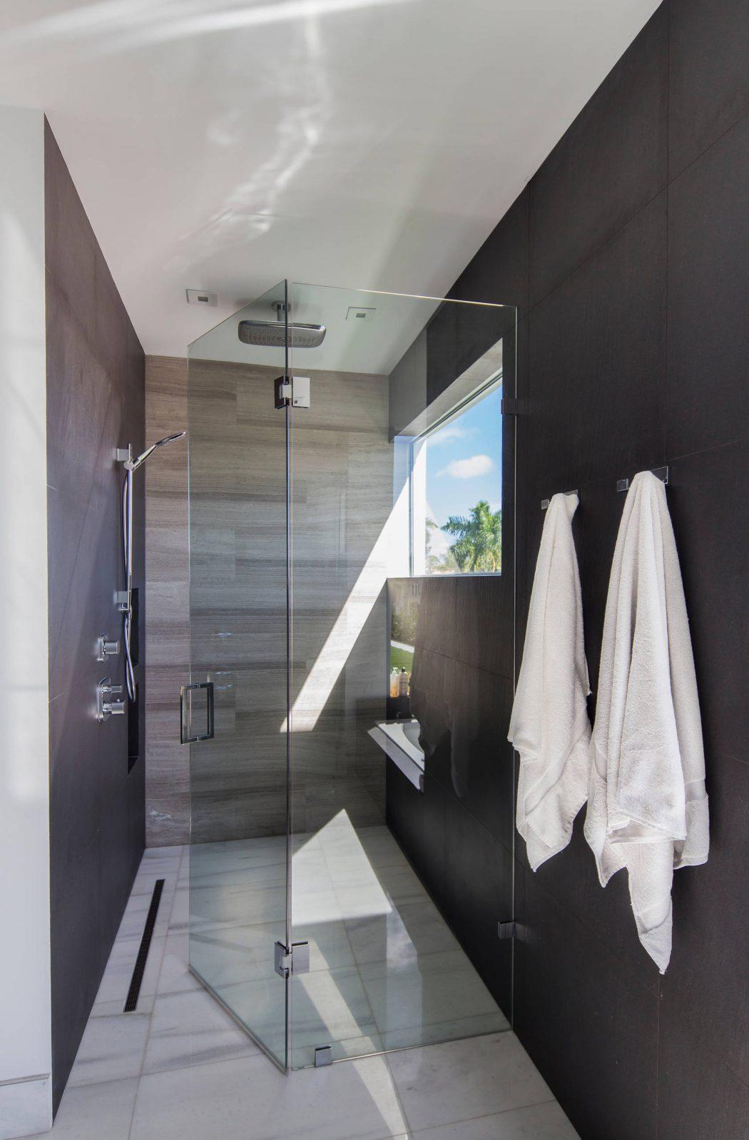 Miami Splendor-Amazing Two-story Family House - bathroom cabin
