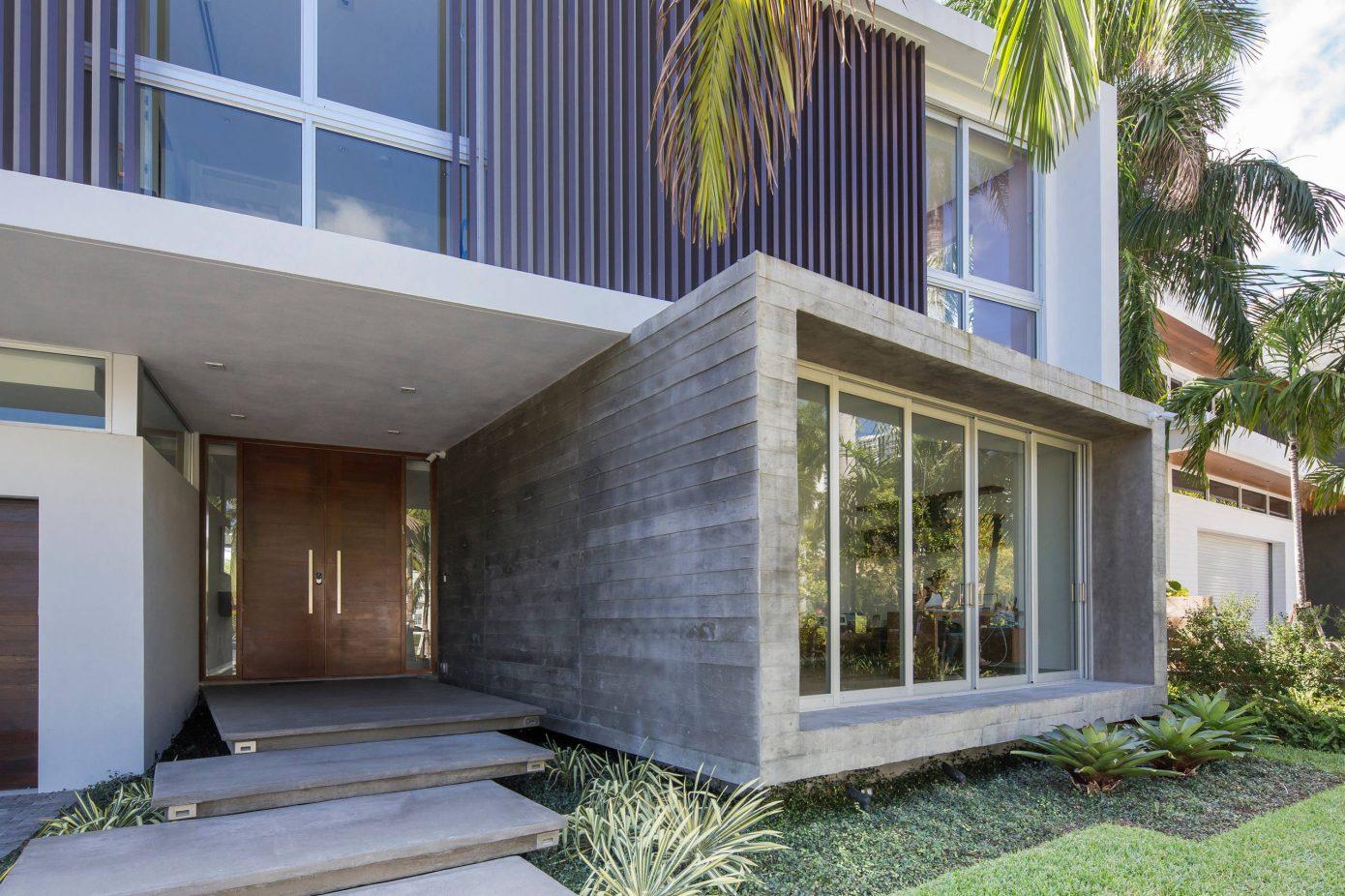 Miami Splendor - Amazing Two-story Family House - the entrance