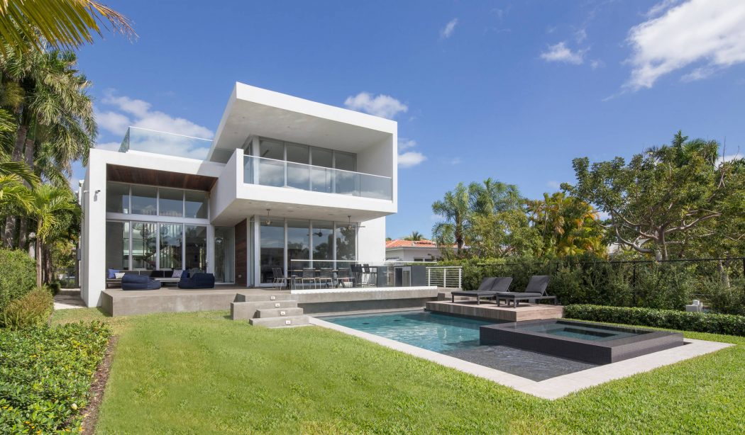 Miami Splendor - Amazing Two-story Family House - the exterior