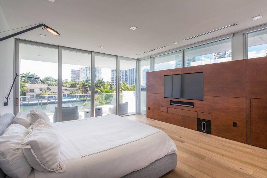 Miami Splendor - Amazing Two-story Family House - the master bedroom
