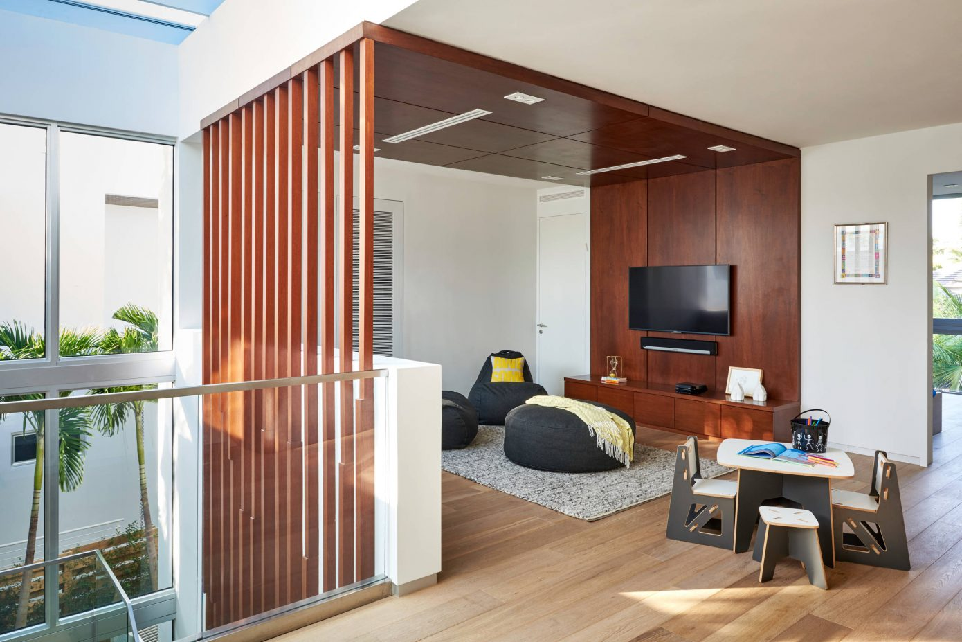 Miami Splendor - Amazing Two-story Family House - the tv room-2