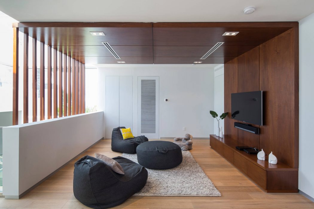 Miami Splendor - Amazing Two-story Family House - the tv room-1