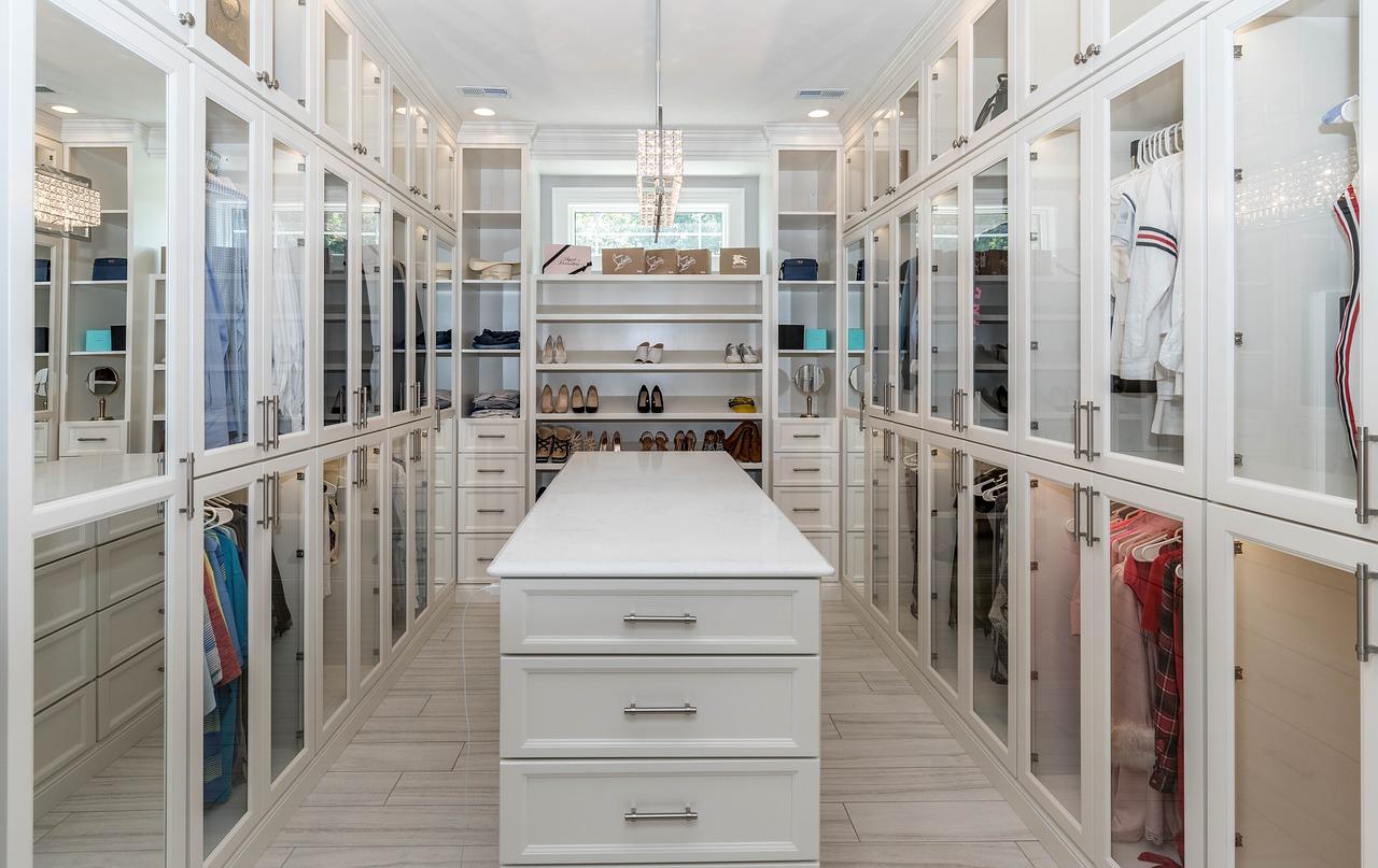 Luxury closet in white