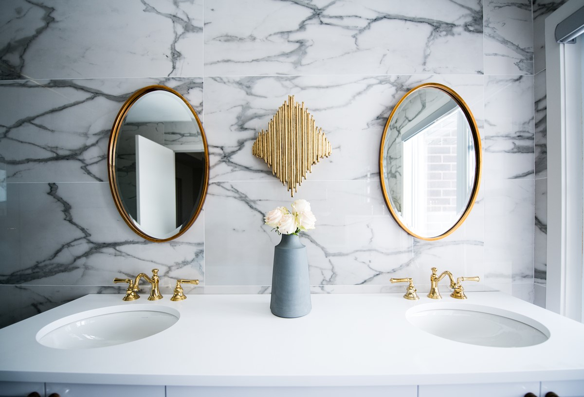 Golden bathroom fixtures