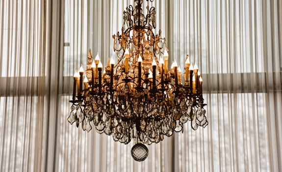 How to Choose a Chandelier Light for Your Home