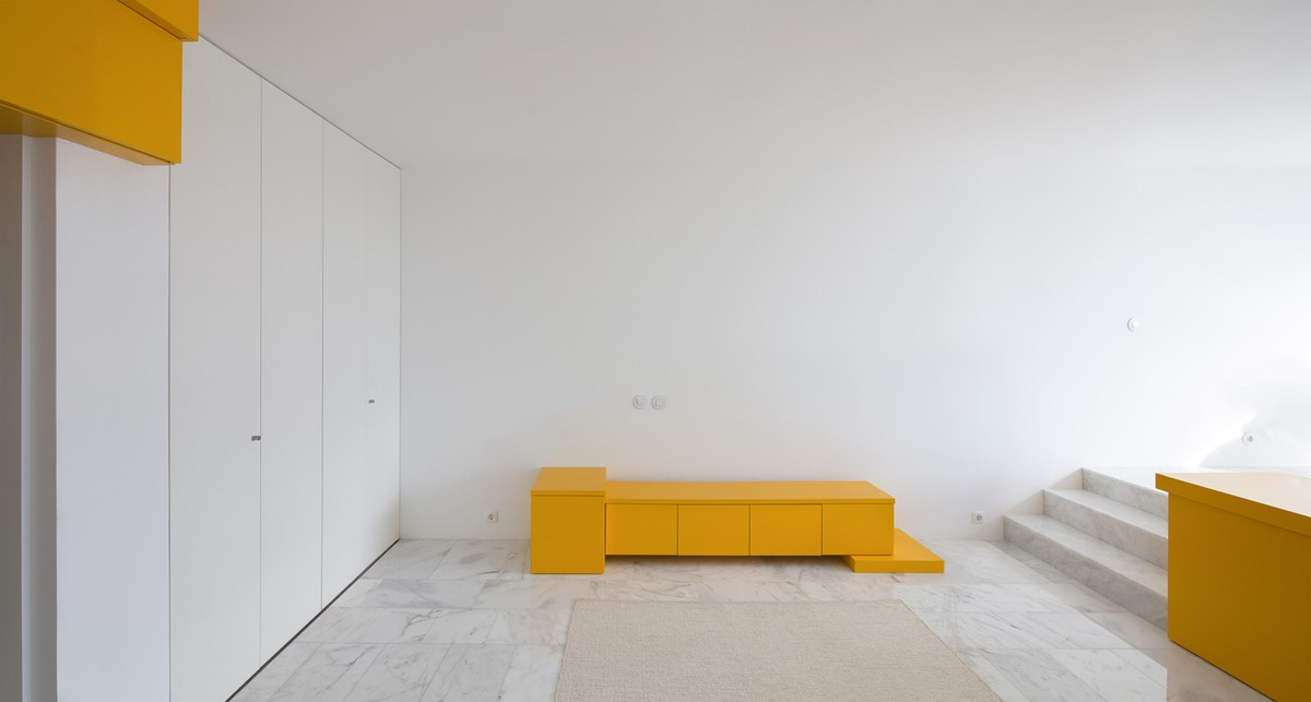 Minimal studio in white and yellow