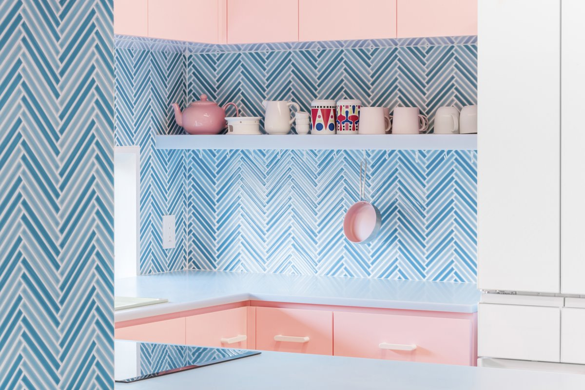 Kitchen in pink and blue