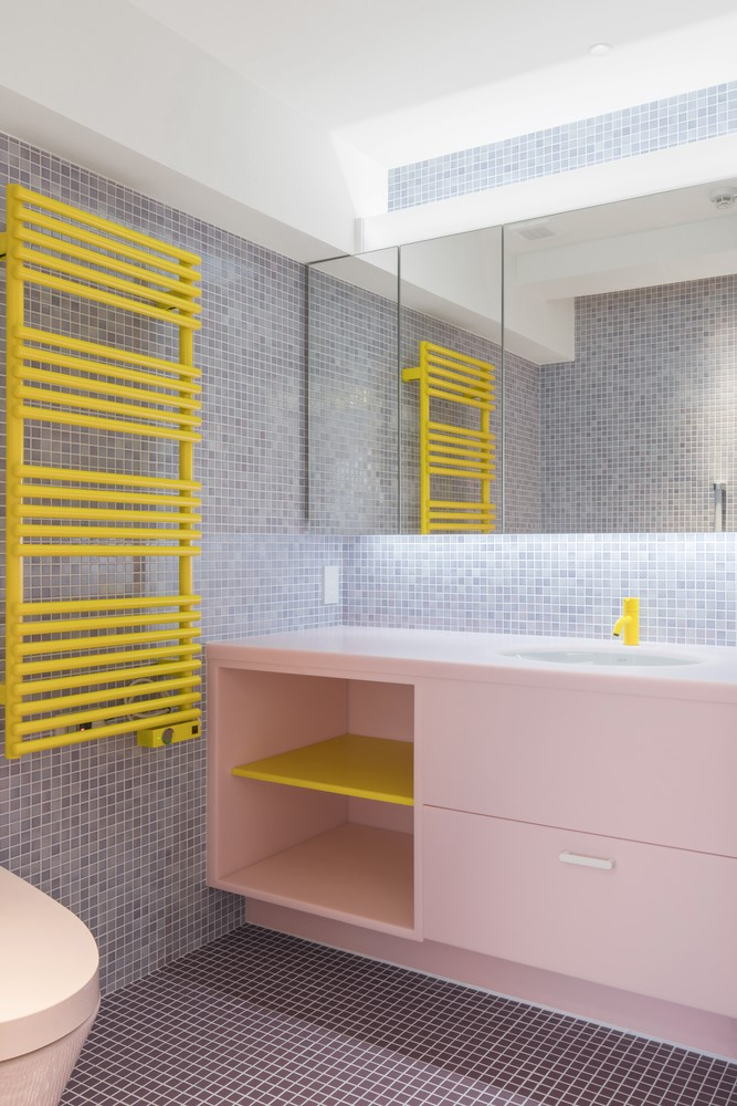 Pastel colors in the bathroom