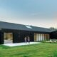 A Contemporary Barn in the UK Becomes the Perfect Holiday Family Home
