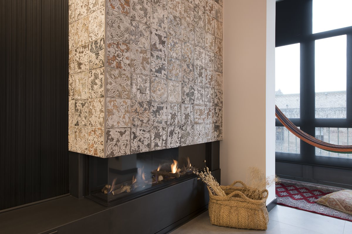 Modern fireplace with Spanish tiles