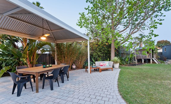 7 Ways to Improve Your Backyard Dining Area