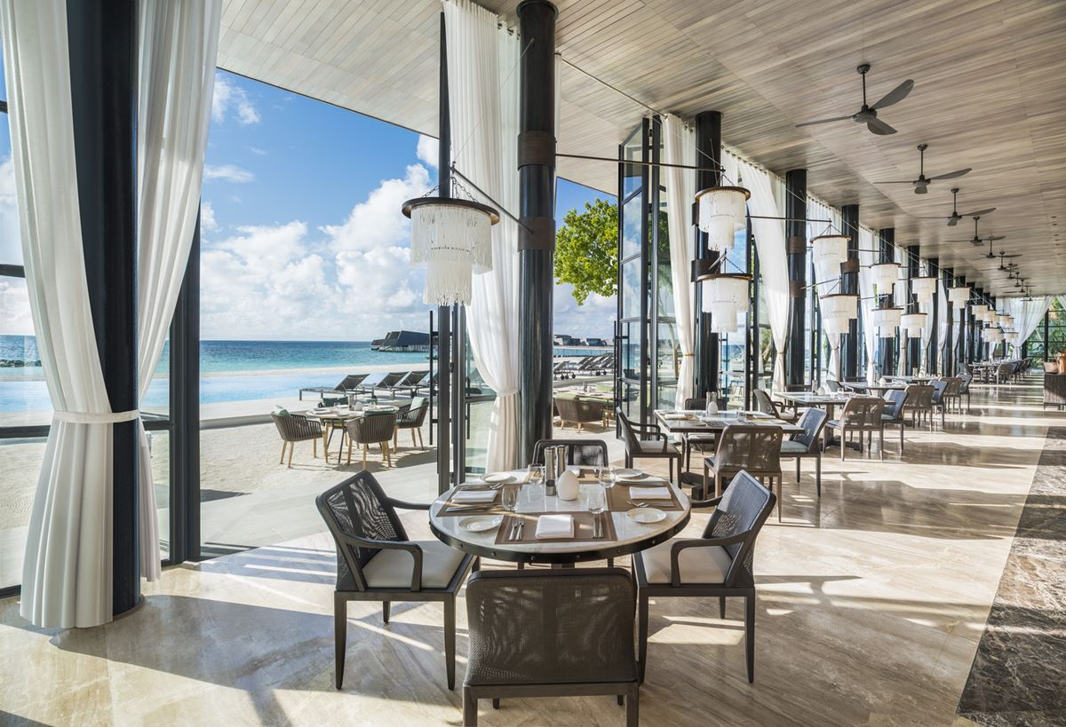 St. Regis Maldives Vommuli Resort - restaurant interiors