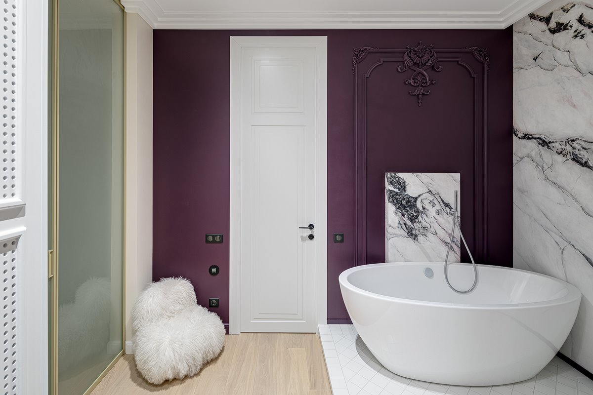 Modern bathroom in white, purple and marble