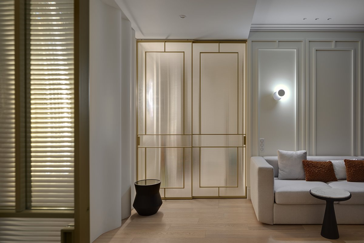 Sliding doors made of flutes glass