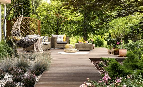 6 Tips for Giving Your Outdoor Spaces a Luxurious Feel